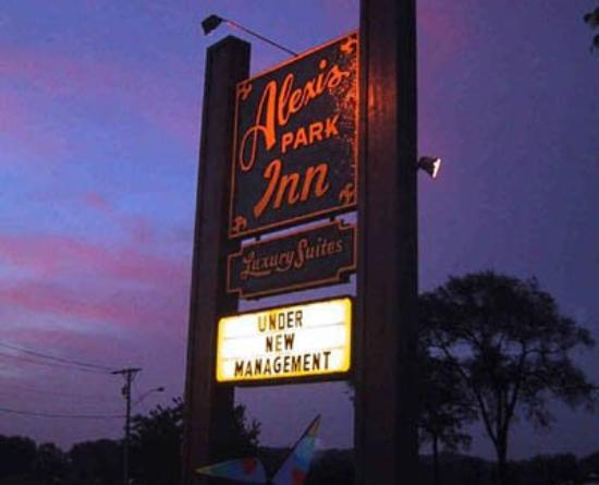 Alexis Park Inn & Suites: Sign At Sunrise