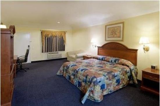 Hometowner Inn & Suites: K