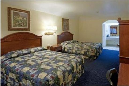 Hometowner Inn & Suites: Qq