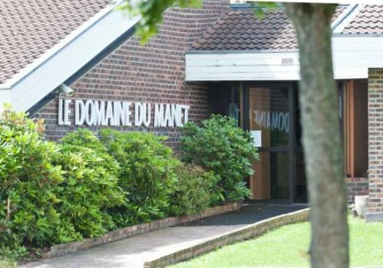Domaine du Manet : The entrance of the acoomodation area.