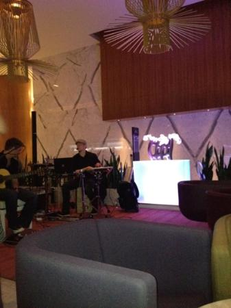 Fairmont Pacific Rim: lobby music