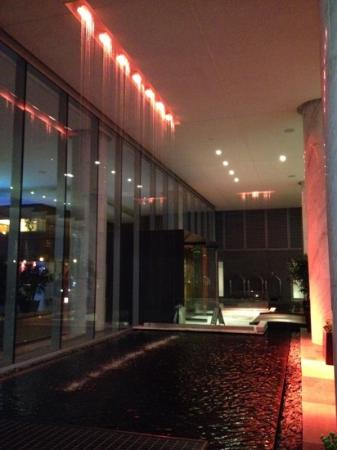 Fairmont Pacific Rim: waterfall entry