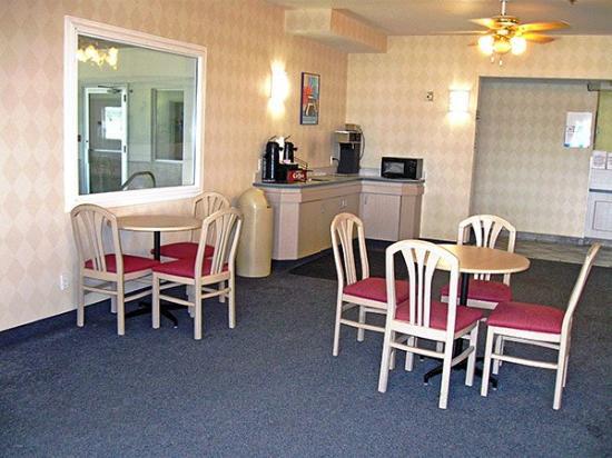 Motel 6 Nephi: MLobby
