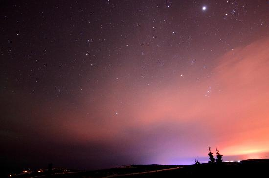 Aurora Borealis Lodge: Foggy and cloudy sky above Fairbanks