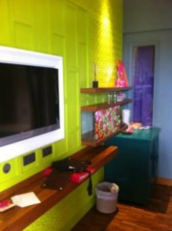 Patong Beach Hotel: colourful bedrooms!