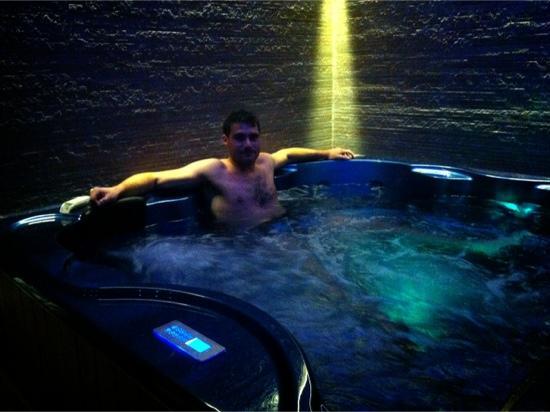 Etna GloB&B: piscina idromassaggio