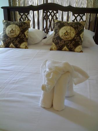 SSIP Boutique Dhevej Bangkok: Elephant made from my fresh bath and hand towels.