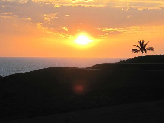 H10 Playa Meloneras Palace: Vue depuis la piscine ver la mer