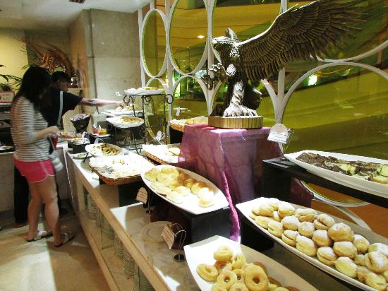 Promenade Hotel: Danish pastries for Buffet Breakfast