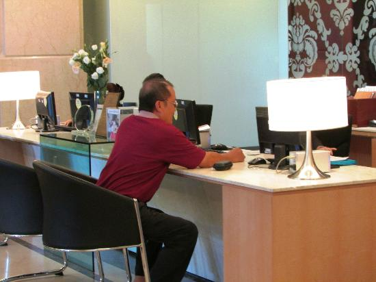 Promenade Hotel: Personalised Check-In Desk