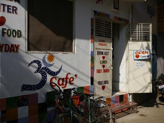 Aum Cafe: The entrance