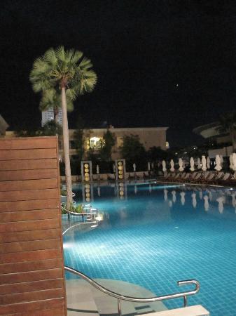 Millennium Resort Patong Phuket: fabulous pool