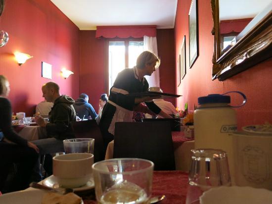Hotel Alle Guglie: breakfast