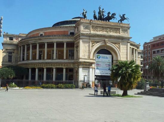 B&B Dietro il Politeama: Teatro Politeama