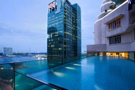 Ascott Raffles Place Singapore: Pool - Night view