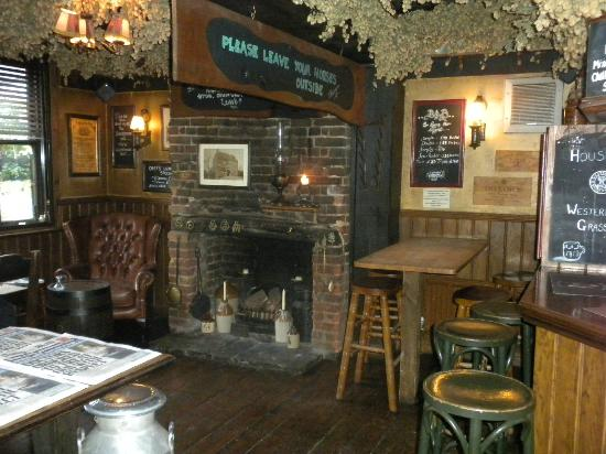 The Black Horse Inn: Bar