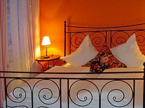 Hotel Grader: Romantic Room