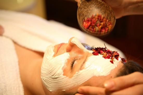 ‪فيتال آند ويلنيسهوتل زوم كورفورستين: Signature Beauty Treatments‬