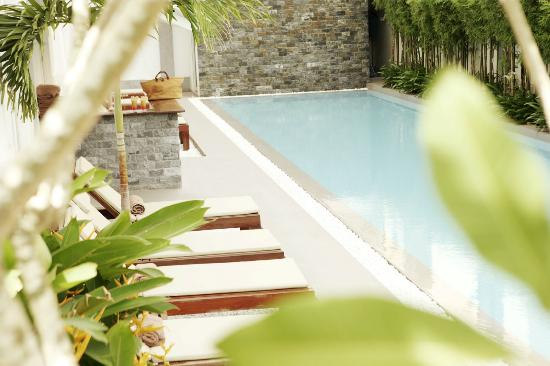 White Mansion: Swimming Pool