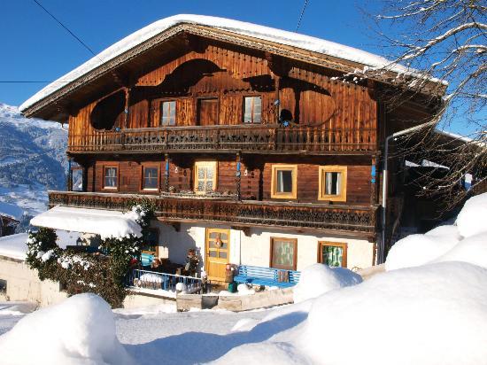 Bluebird Mountain Hostel: Bluebird Wintertime