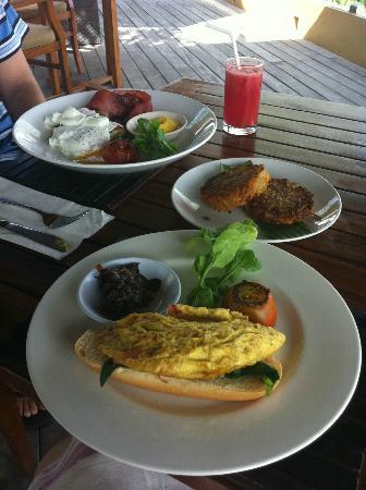 Batu Karang Lembongan Resort & Day Spa: breakfast