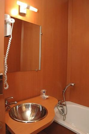 Brit Hotel Nantes La Beaujoire - L'Amandine : Bathroom