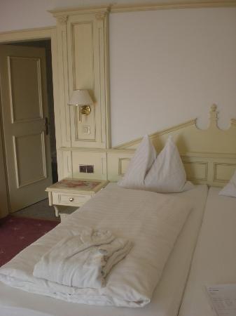 Natur- & Aktivresort Reiterhof: geräumiges schönes Zimmer