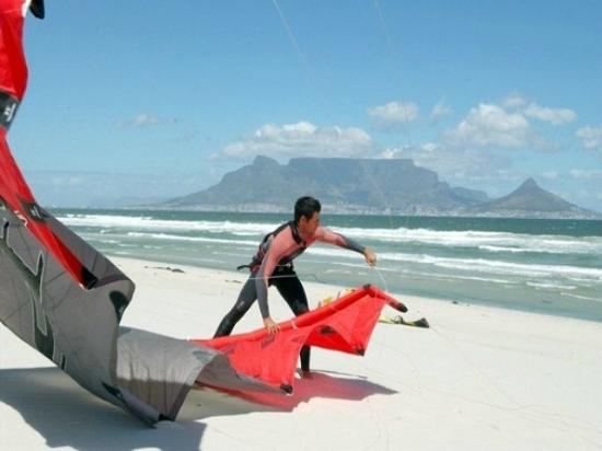 Cape Town Seamore Express Tours and Guesthouse: Kite Surfing -with Seamore-Express Tours and Guesthouse