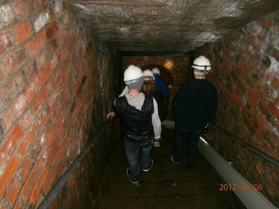 Victoria Tunnel: Going Into The Tunnel