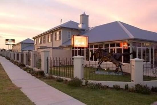 Coachman's Inn Warwick: Exterior
