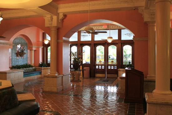 Embassy Suites by Hilton Fort Lauderdale 17th Street: Eingangsbereich mit Foyer