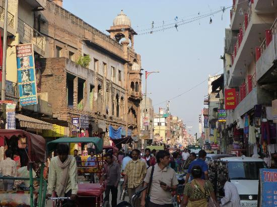 Hotel Hari Piorko: Das Leben auf Delhis Main Bazar - direkt vor der Tür des Hari Piorko