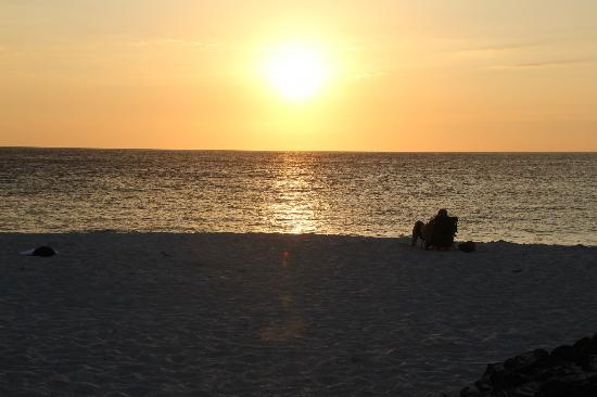 Makalawena/Pu'u Ali'i: sun set makalawena beach