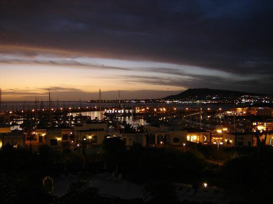 Hotel THe Volcan Lanzarote: Sea view over marina