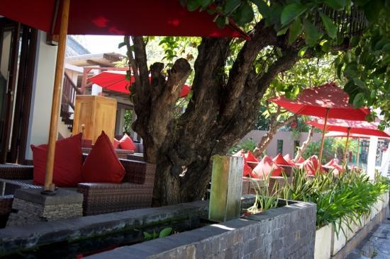Kuta Seaview Boutique Resort & Spa: outside in view