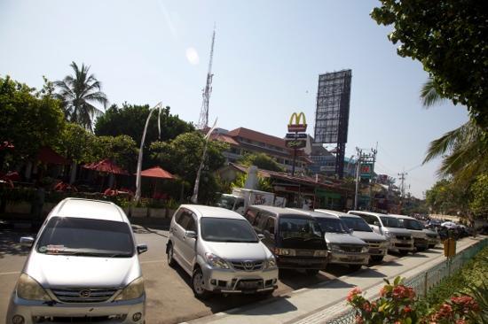 Kuta Seaview Boutique Resort & Spa: close to maccas yay NOT