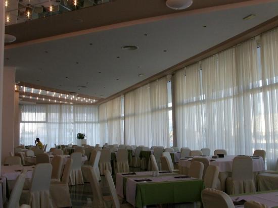 Olympia Hotel: чистенькая столовая