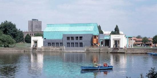 ‪Lakeside Arts Centre‬