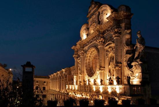 Il b&b dei due portoni è accanto alla bellissima chiesa di Santa Croce