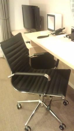 Residential Hotel B: CONTE Asakusa: 這椅子可以往後傾喔