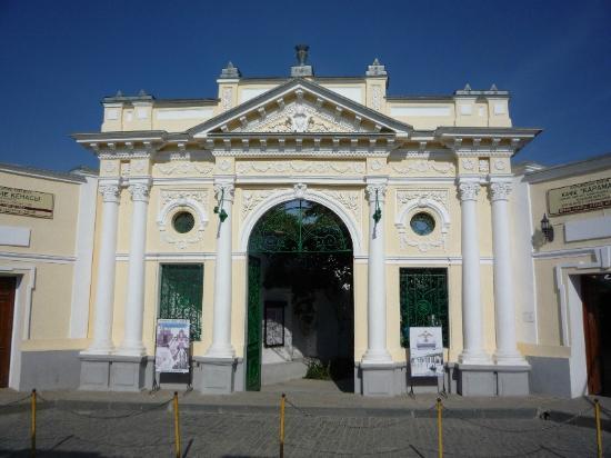 Karaite Kenesa of Yevpatoria: Entrance