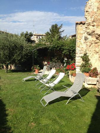 Appartamenti vacanze il Turrione: il giardino