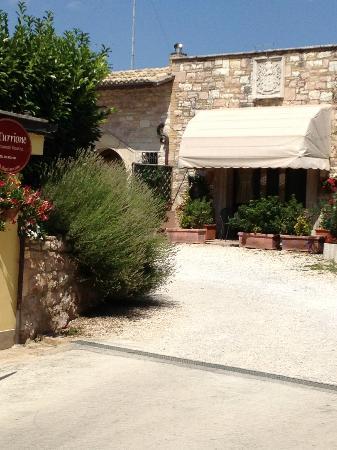 Appartamenti vacanze il Turrione: l'ingresso