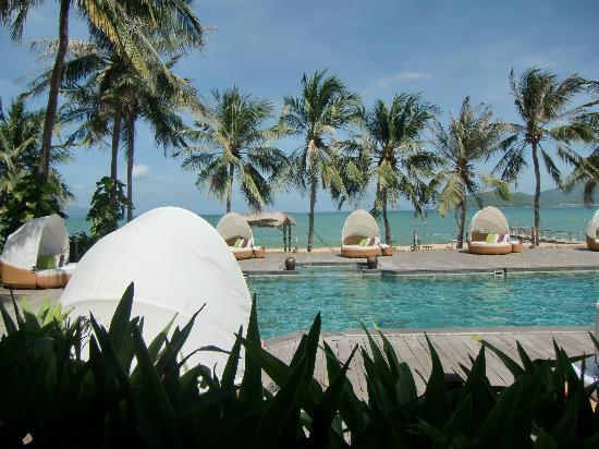 Evason Ana Mandara Nha Trang: Blick aus der Empfangshalle zum Pool/Strand