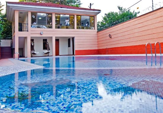GemSuites State House: Swimming Pool