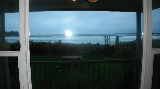 Ocean Mist Cottages: Looking out front window