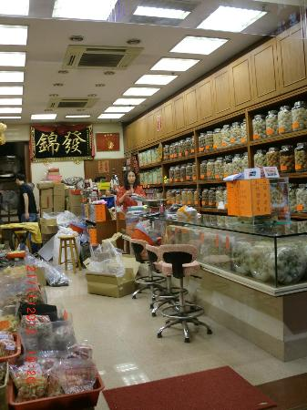 Citadines Mercer Hong Kong: Shop near hotel