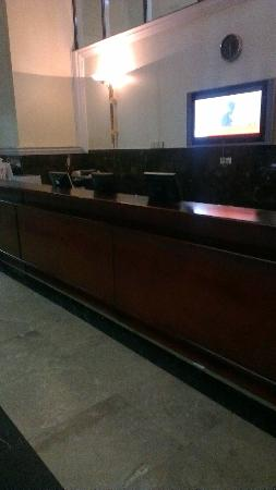 Ezdan Hotel: Empty Reception