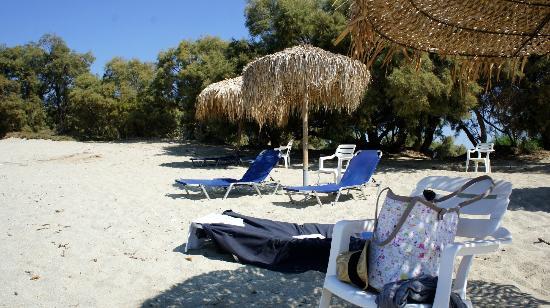 Kastraki, Grækenland: plage privé de l'hotel 200m