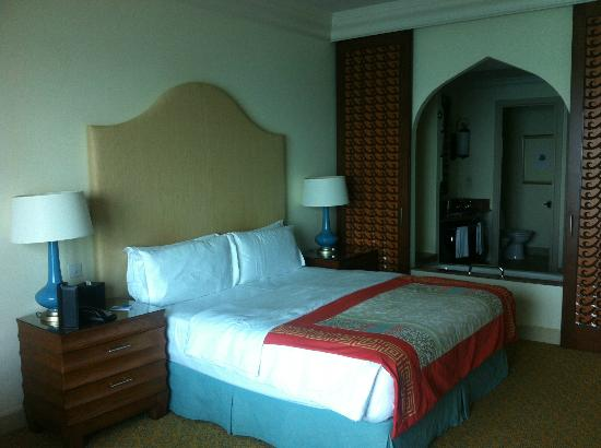 Atlantis, The Palm: Ocean 'deluxe' room. Quite standard.